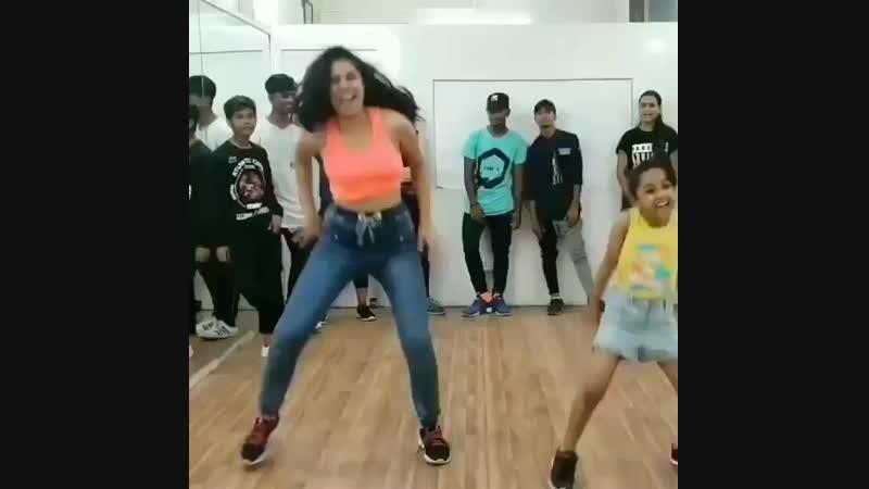 tiktok_dance_shoutss_43940983_163880817882538_4981673094218252288_n