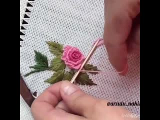Бразильская вышивка лепестка на зубочистке