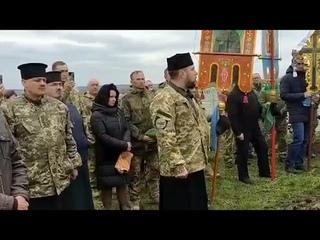 Скандал на похороні загиблого бійця: священники УПЦ МП покинули кладовище під час промови отця ПЦУ