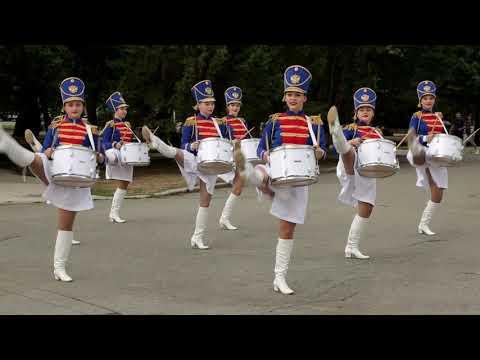 Барабанщицы парадный марш