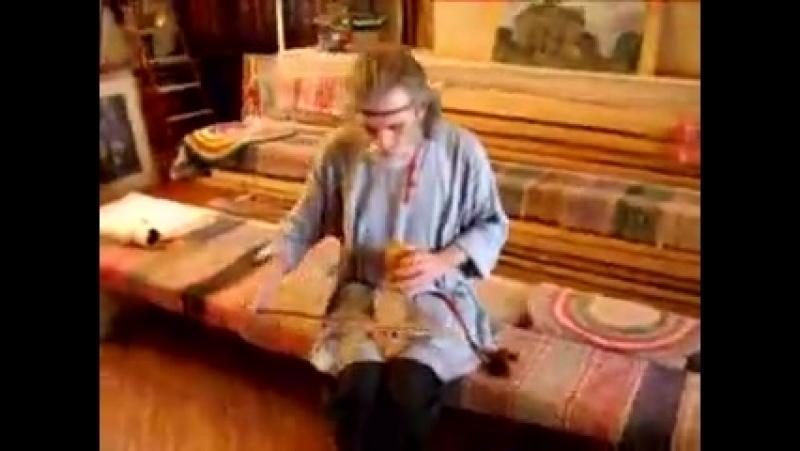 В.И. Поветкин играет на реконструкции гудка