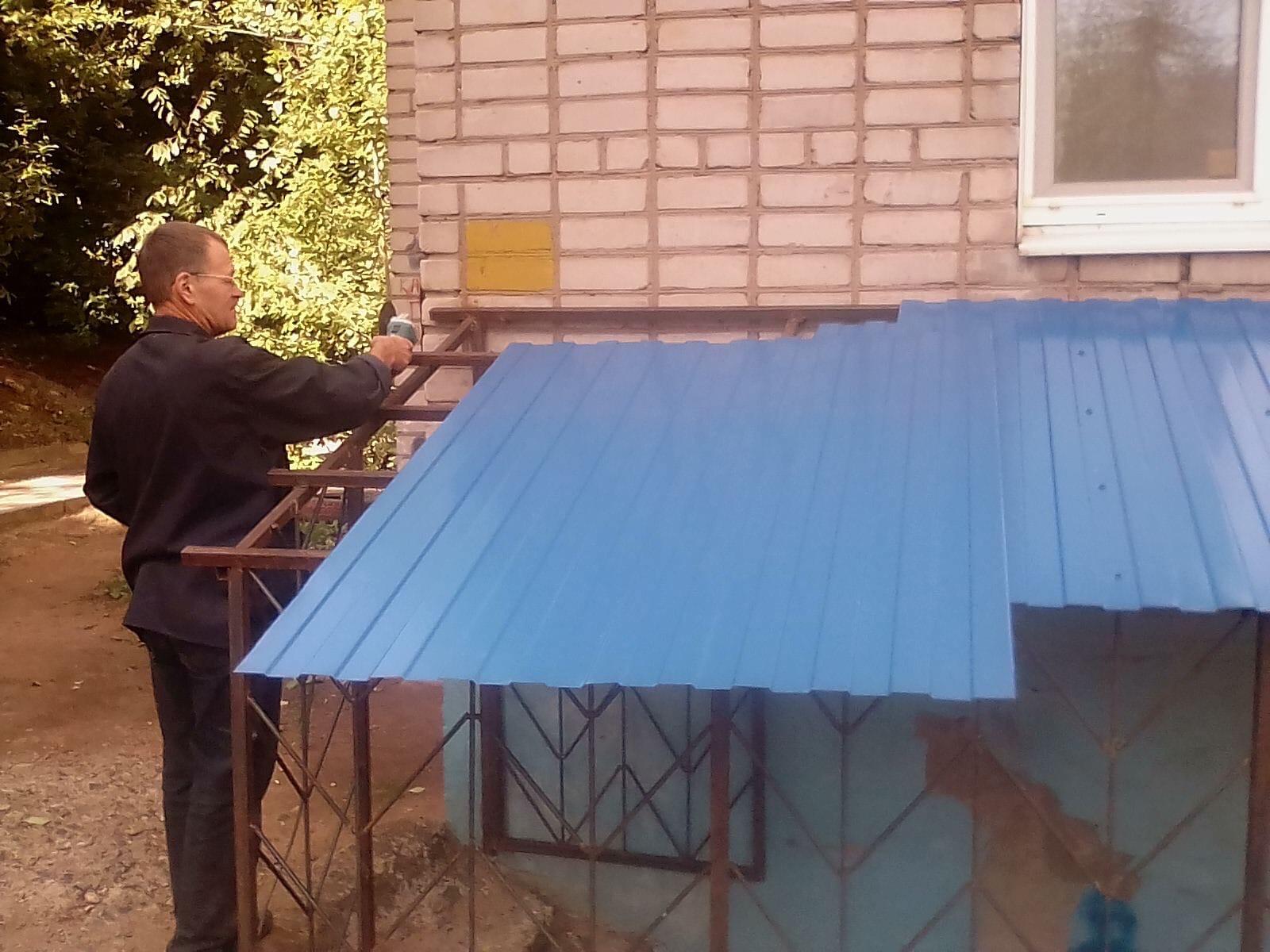 Улица Менделеева дом 7 установка профнастила над
