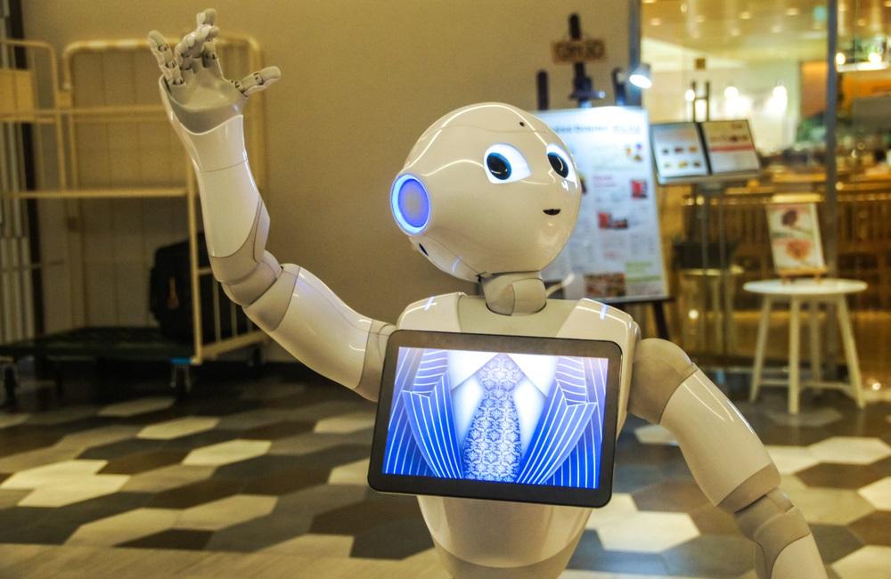 Робототехника - робот-андроид в роли учителя