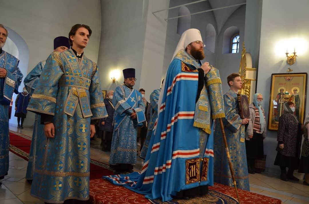 Митрополит Саратовский и Вольский ИГНАТИЙ провёл богослужение в Покровском храме Петровска