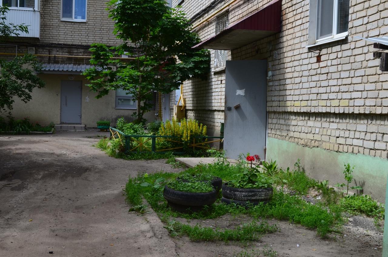 Редакция провела рейд по дворам многоэтажек в центре Петровска