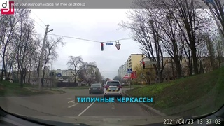 В Черкассах полиция ездит на красный сигнал светофора