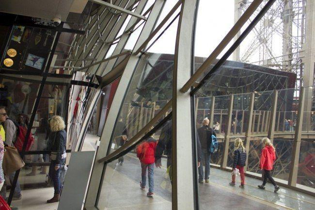 Стеклянные полы и ограждения от «Сен-Гобен» для Эйфелевой башни