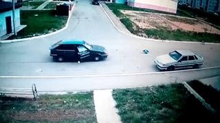 Ужасное ДТП в Чебоксарах.Мальчика на велосипеде сбила машина.Его отбросило на несколько метров.18+