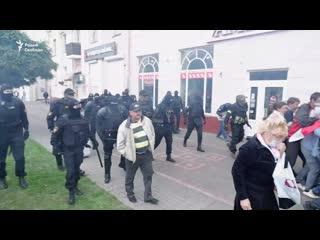 Жесткие столкновения с людьми в черном в Гомеле