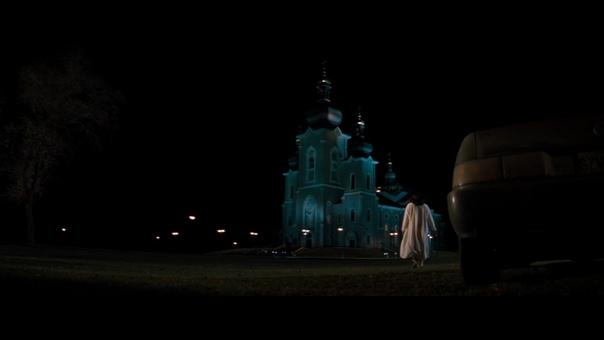 """Кадры из фильма """"В пасти безумия"""", 1994 год."""
