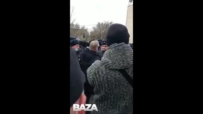 Сотрудники полиции устроили митинг в Кизляре Их возмутило задержание начальника Гази Исае