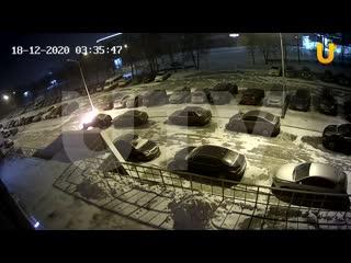 В Уфе двое парней посреди ночи подожгли чужую машину и скрылись