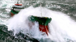 Top 10 Biggest Ships in Storm Extreme Largest Waves in Sea