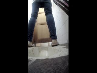 Pisswc-Toilet(Скрытая камера в женском туалете какого-то универа) золотой дождь, писсинг