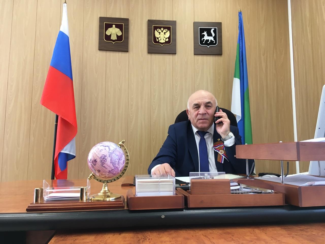 Руководитель администрации Николай Жилин поздравил тружеников тыла по телефону