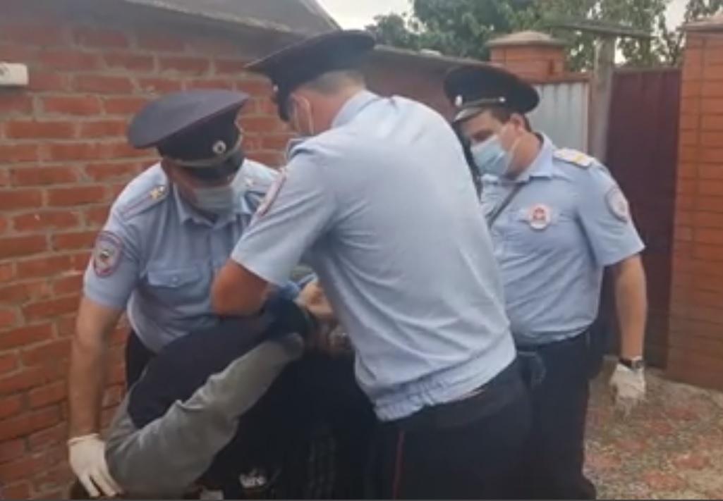 Мужчину находившегося в федеральном розыске задержали в КЧР