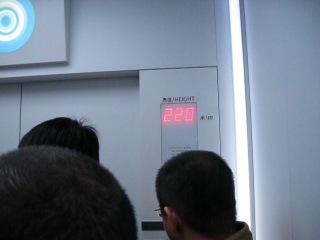 Скоростной лифт в самом высоком небоскребе шанхаяю
