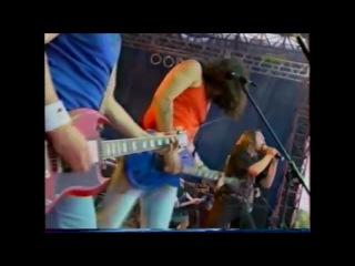 На концерте короля и шута массовая драка.(2002)