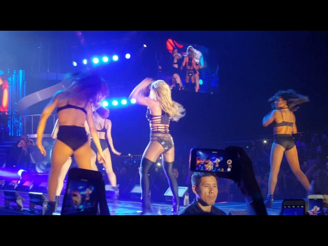 BRITNEY SPEARS - SLAVE/MAKE ME/HAPPY BDAY/FREAKSHOW/DO SOMETHIN' - LIVE IN SINGAPORE