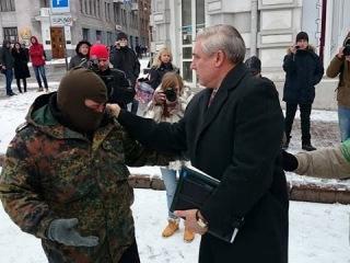 Еще один пример обнаглевшего шакалья и запуганной милиции на Украине!
