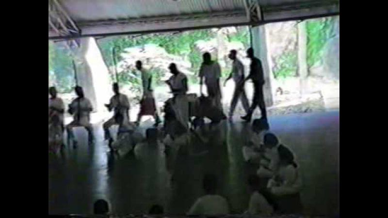 Capoeira Mestre Gato Preto Doirado da Bahia e família em Braslândia Goiás GO Brasil 19nov90