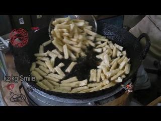 уличный повар уличная еда Ситуация, в которой жареные лепешки
