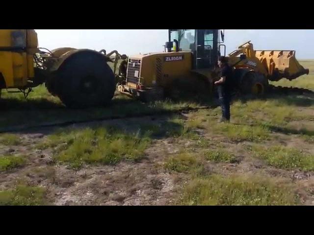 Как К700 трактора из болота выдёргивал