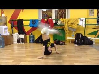 B-Boy Lil Step headspin practice