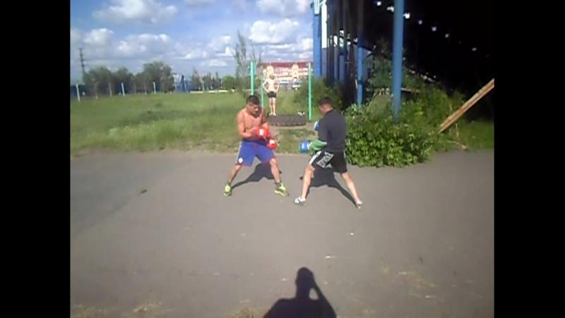 боевой тренеровочный спаринг у всех день молодежи росияне пьянствуют избраные тренеруются