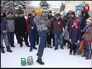 У главной новогодней ёлки прошел спортивный праздник Зимние забавы