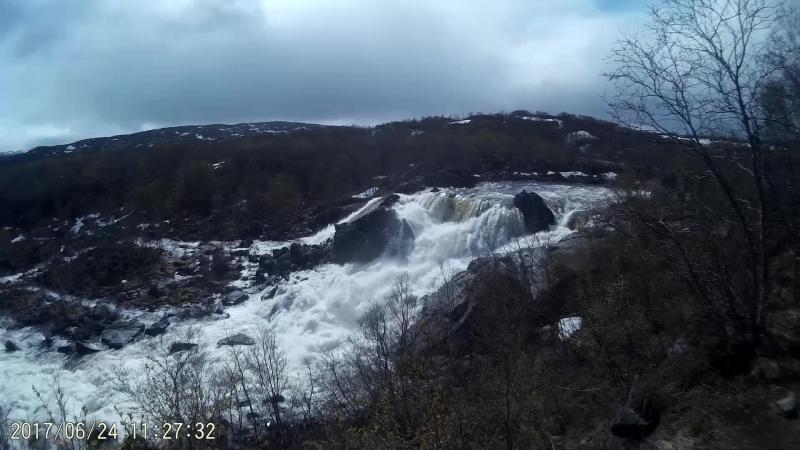 у водопада на Титовке