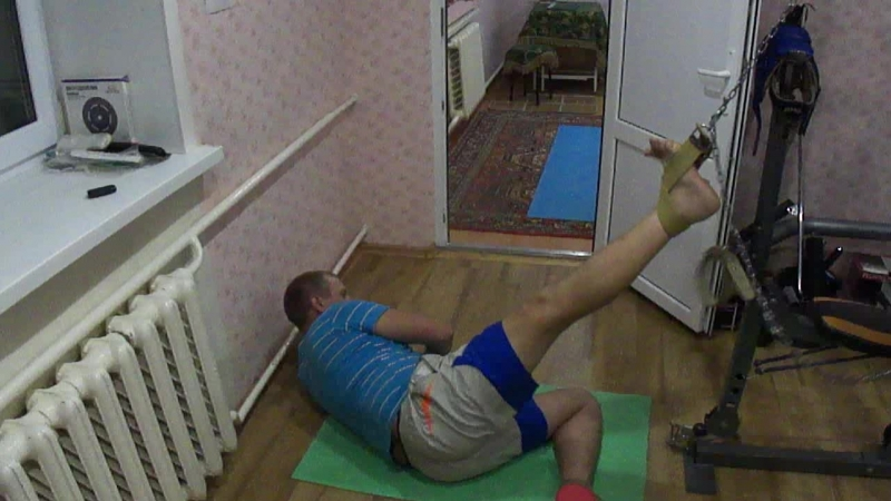 Проект Побеждаем грыжу диска Упражнение 12 Тяга со скрутом правой ногой