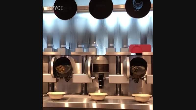А тем временем где то будущее уже наступило В Бостоне например робот повар готовит блюда не уступающие приготовленным людьм