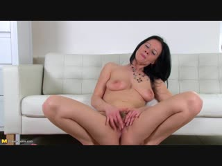Enza (35) hot mom playing with her toys (masturbation solo toys )