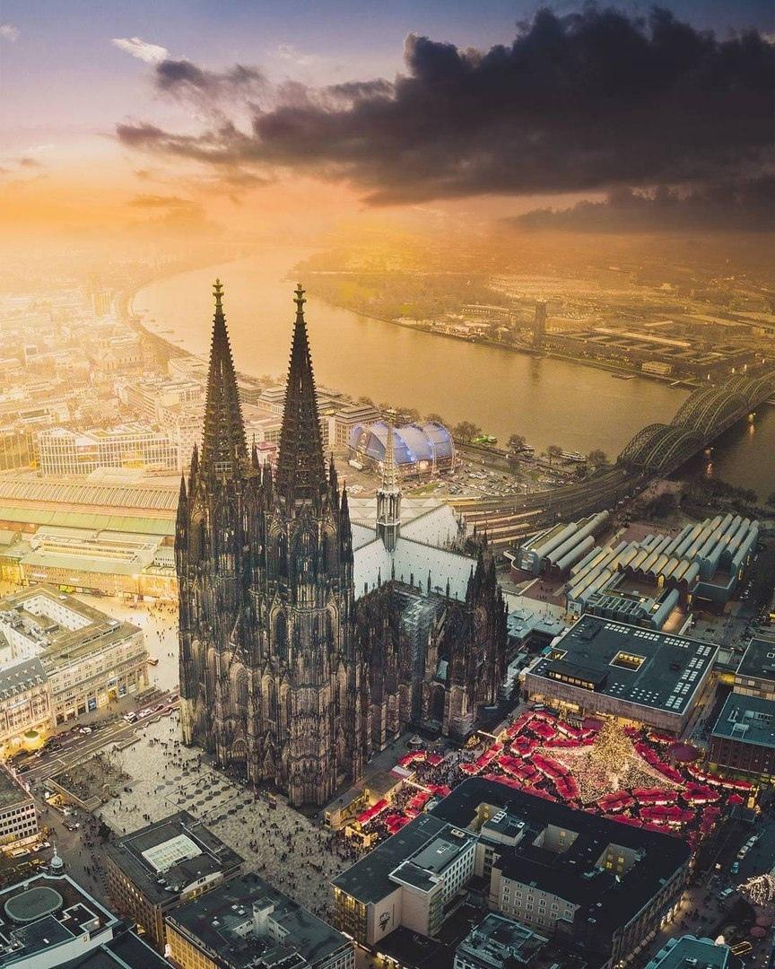 Занимает третье место в списке самых высоких церквей мира.., изображение №4