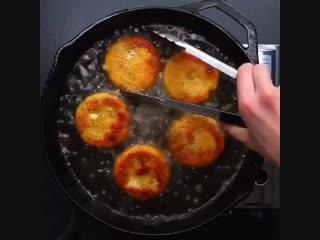 Котлеты из картофеля с беконом и сыром