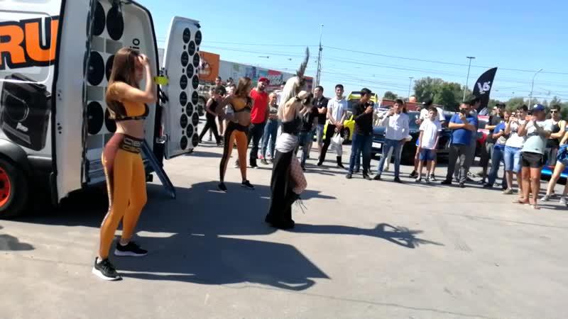 Небольшой касплей танец эльфийки и команды АвтоАзарт