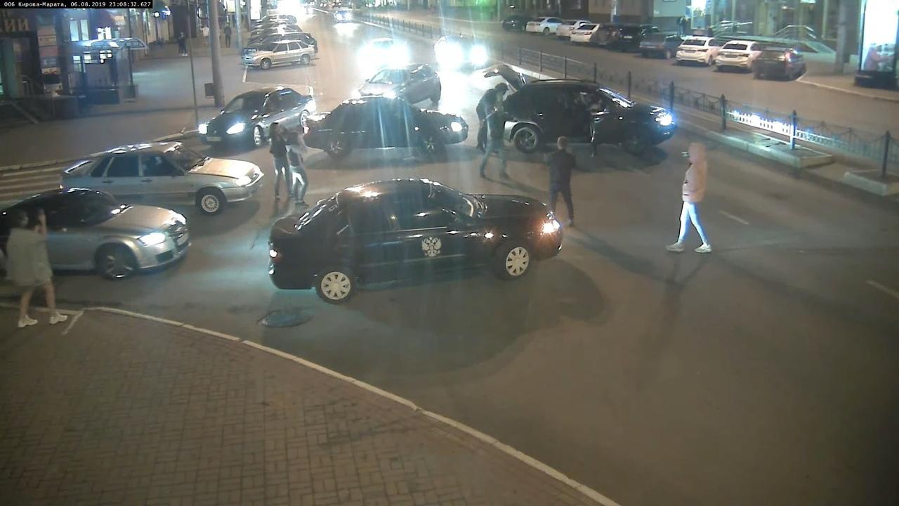 Лезгинка с автоматом на улице Кирова в Калуге вылилась в уголовное дело