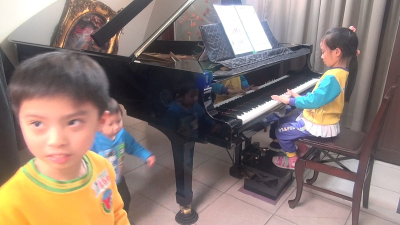 張淑媛之女-李瑄芮(4y)(2017/02/14) 快樂城堡幼稚園 向日葵班 (學習篇04) 演奏: 哈農 NO.1