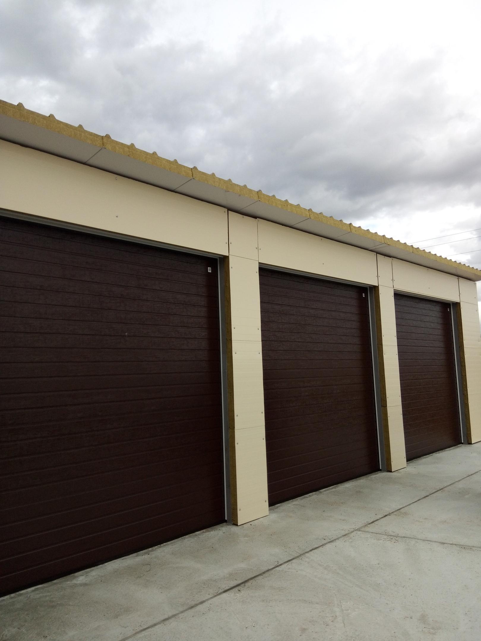 Ворота гаражные секционные в наличии в Нурлате.