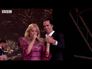 """Kylie minogue feat. nick cave """"where the wild roses grow"""" (glastonbury, 30 june 2019)"""