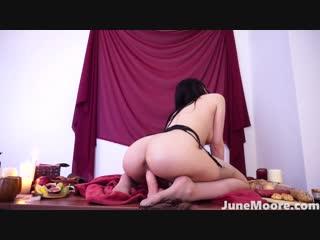 [manyvids.com] junemoorexxx - tavern slut - medieval dildo riding