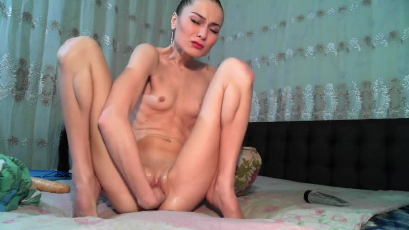 Skinny Anal Fisting Slut makes herself Cum while Gaping her Ass