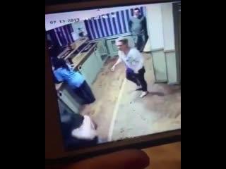 Жена избила мужа за измену