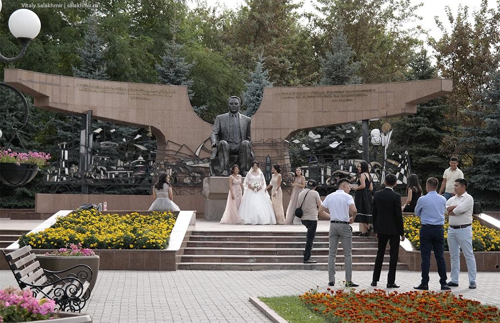 Памятник Назарбаеву. Парк Первого Президента 2019, Алматы