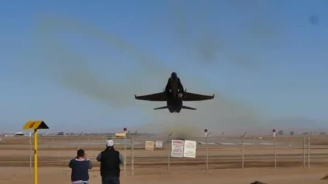 F A 18 Take Moke LT ·