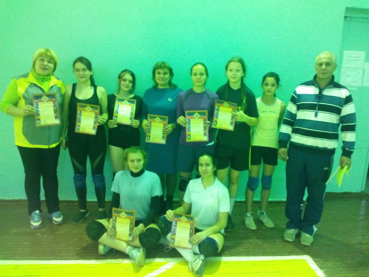 В Кировском районе прошли соревнования по волейболу среди девушек