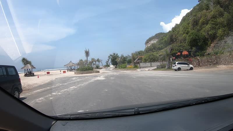 Дорога на пляж Melasti Beach Бали