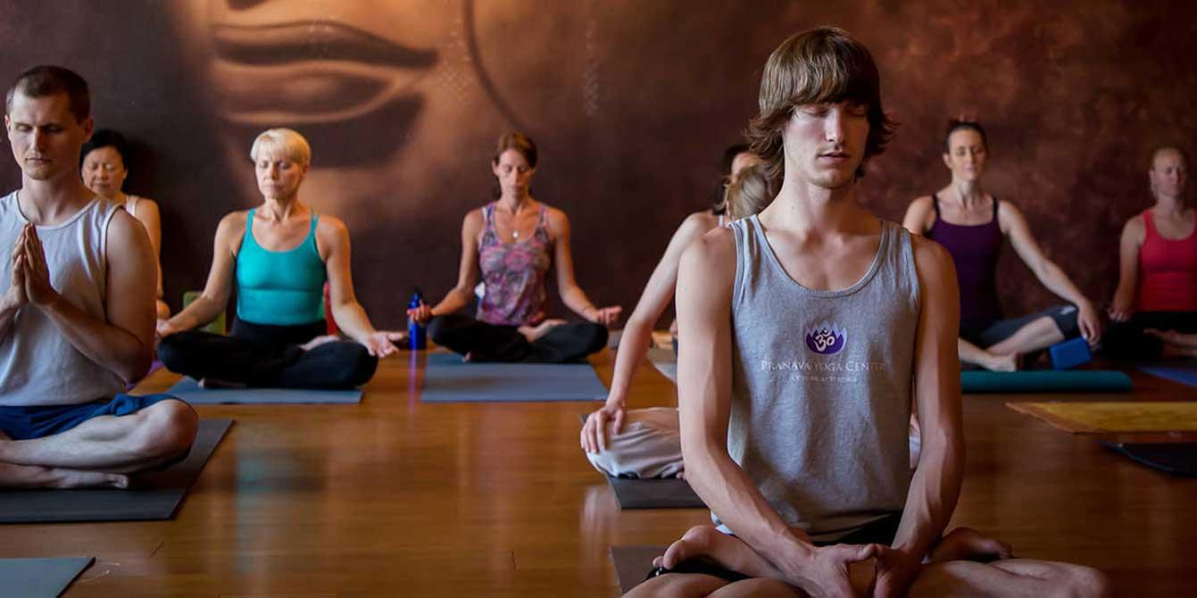 Cвязь между йогой и медитацией