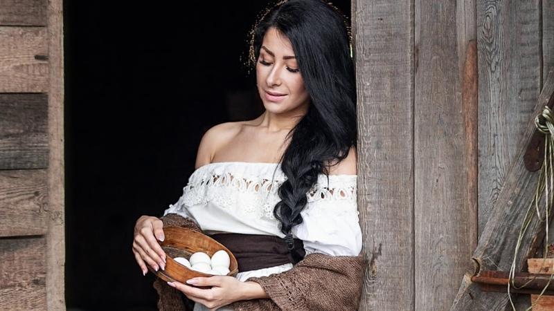Tamar Kaprelian and Larisa Hovannisian - Sareri Hovin Mernem (armerian folk song)